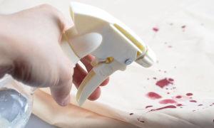 Как выбрать лучший пятновыводитель для белого и цветного белья