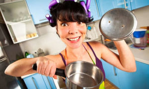 Как отмыть кастрюлю от пригоревшего варенья, каши и риса
