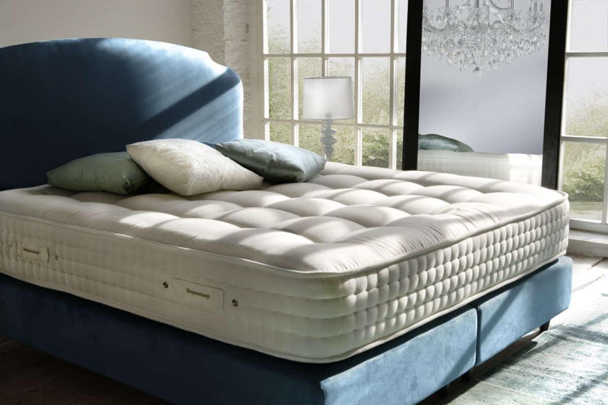 Матрас на постели
