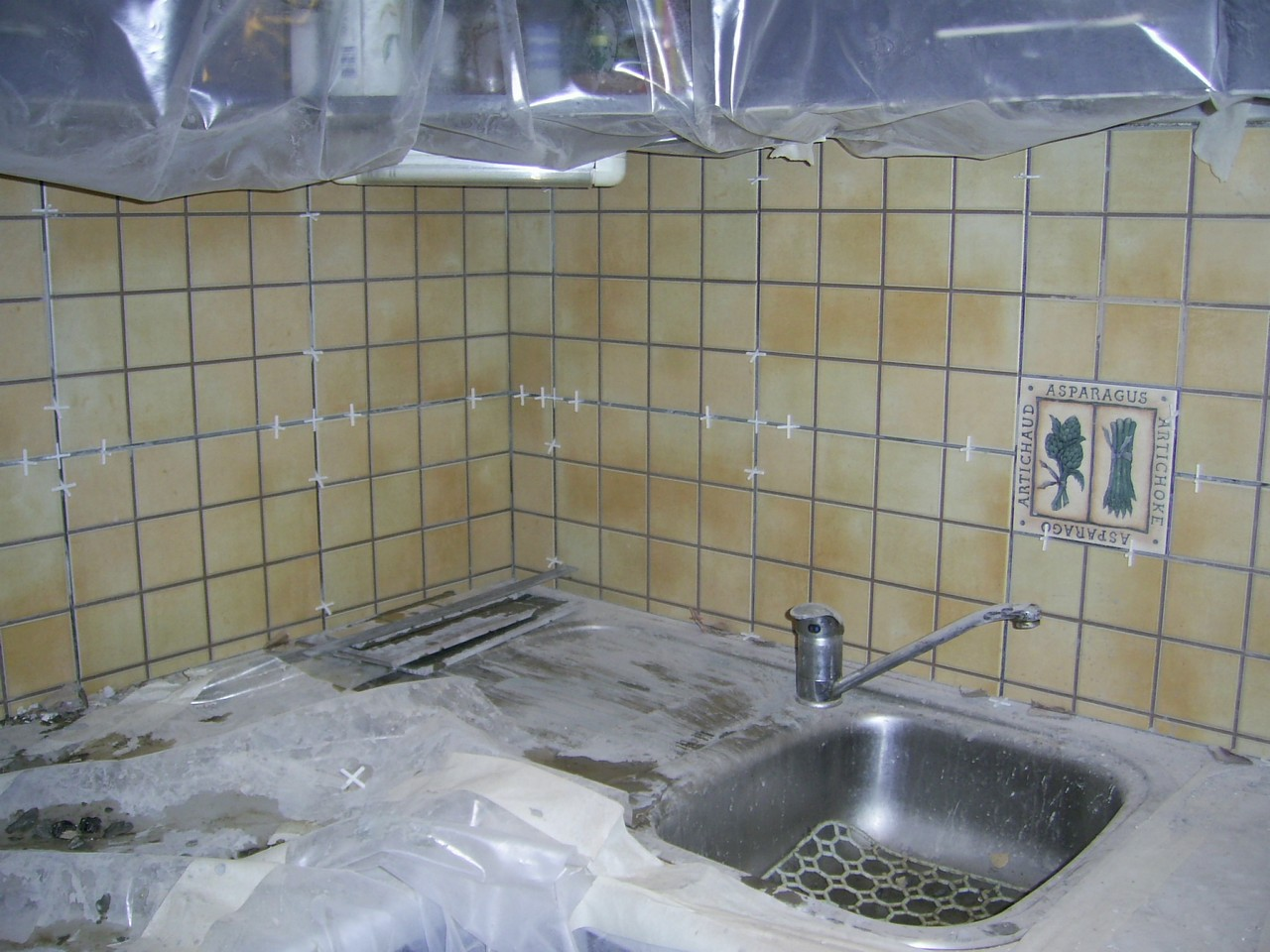 Укладка кафеля на кухне