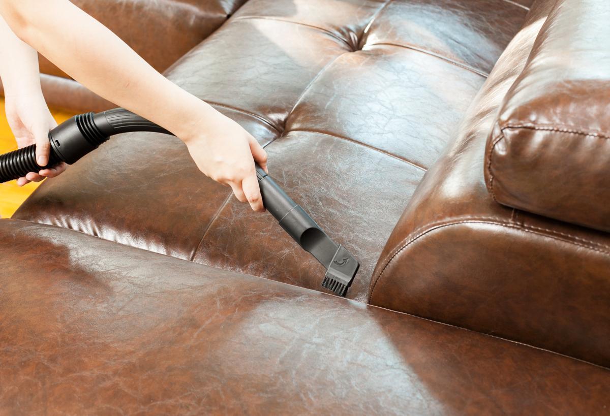 Пылесосит диван