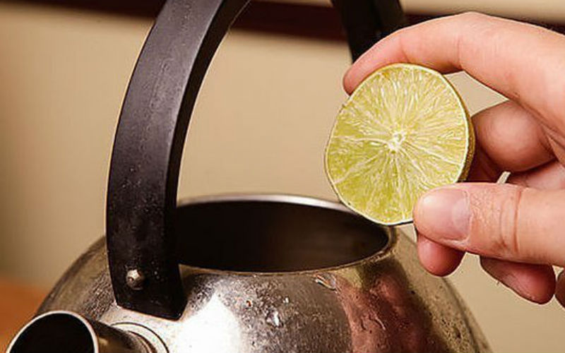 Чистка чайника лимоном