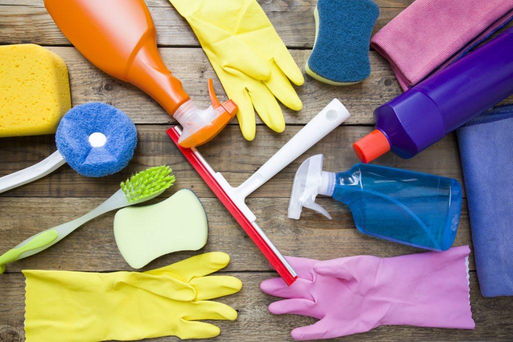 Перчатки и чистящие средства