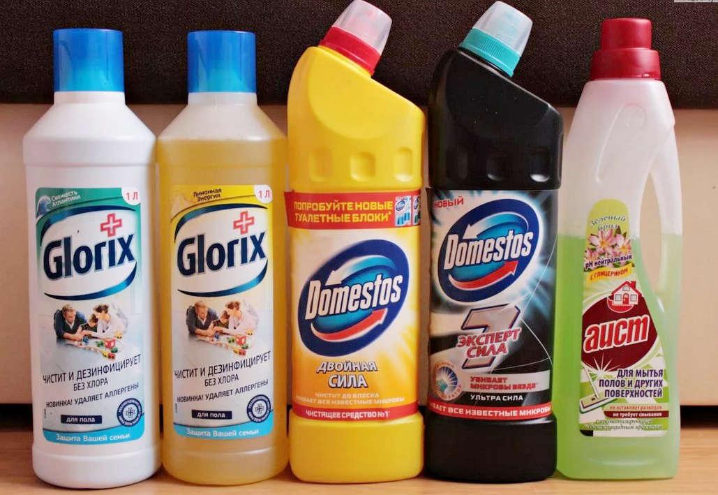 Флаконы с чистящими средствами