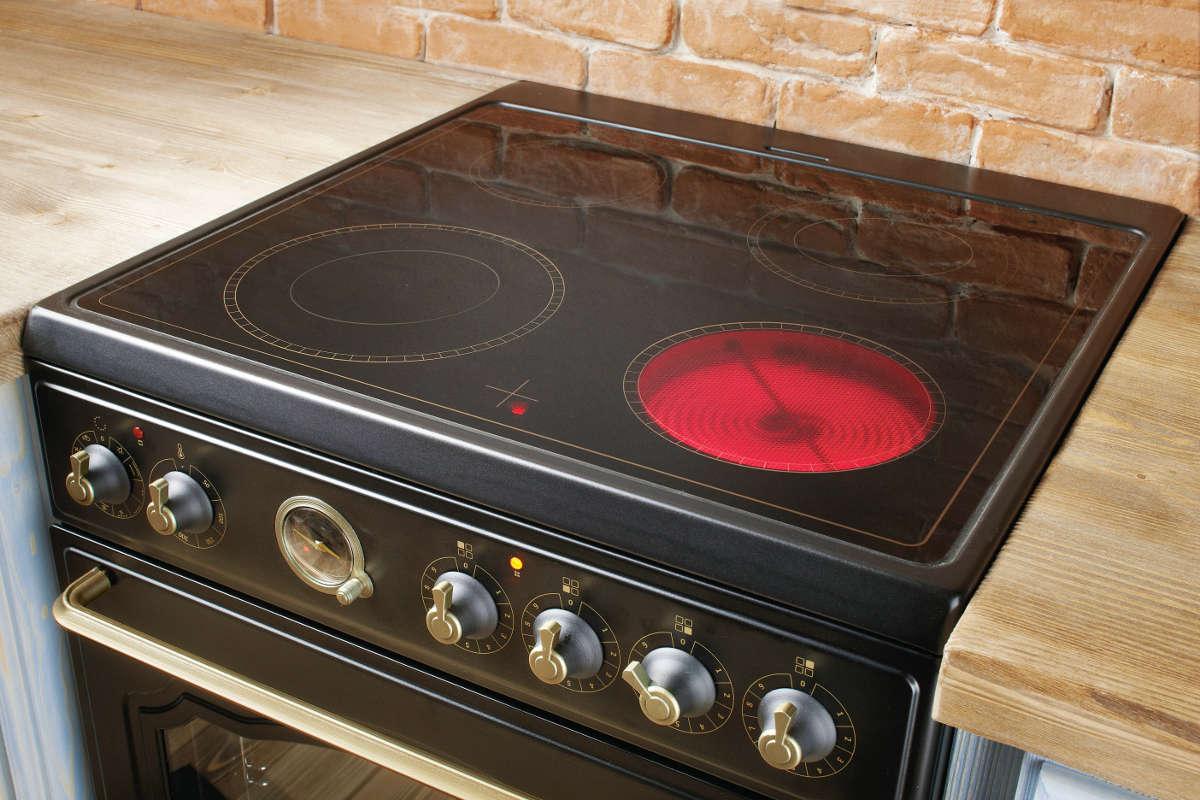 Стеклокерамическая плита на кухне