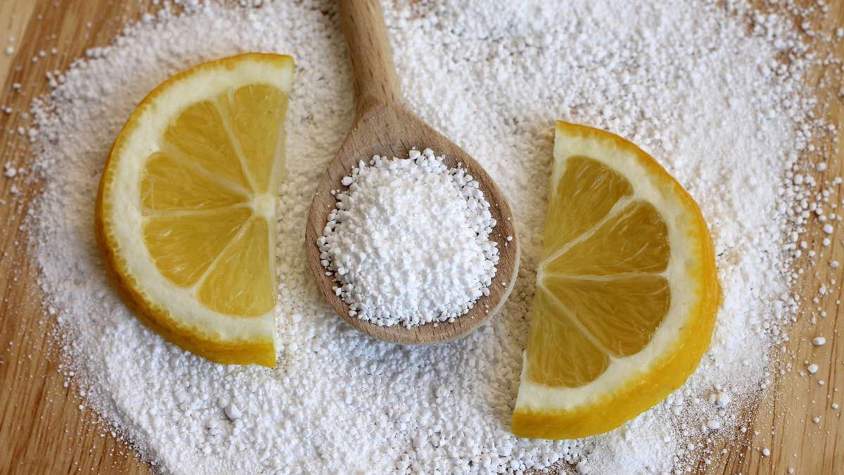 Дольки лимона и порошок