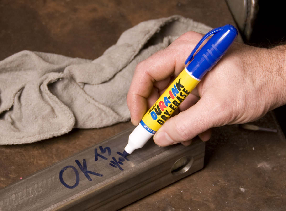 Следы маркера на мебели