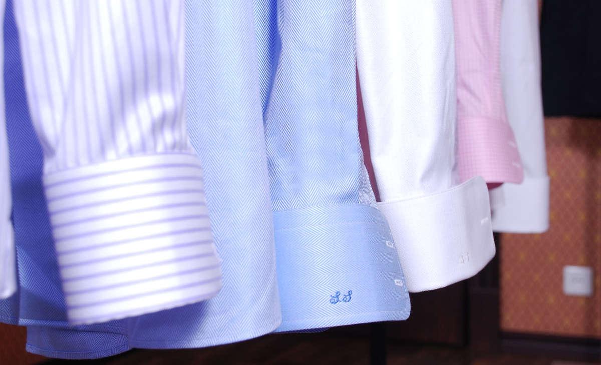 Рубашки на плечиках