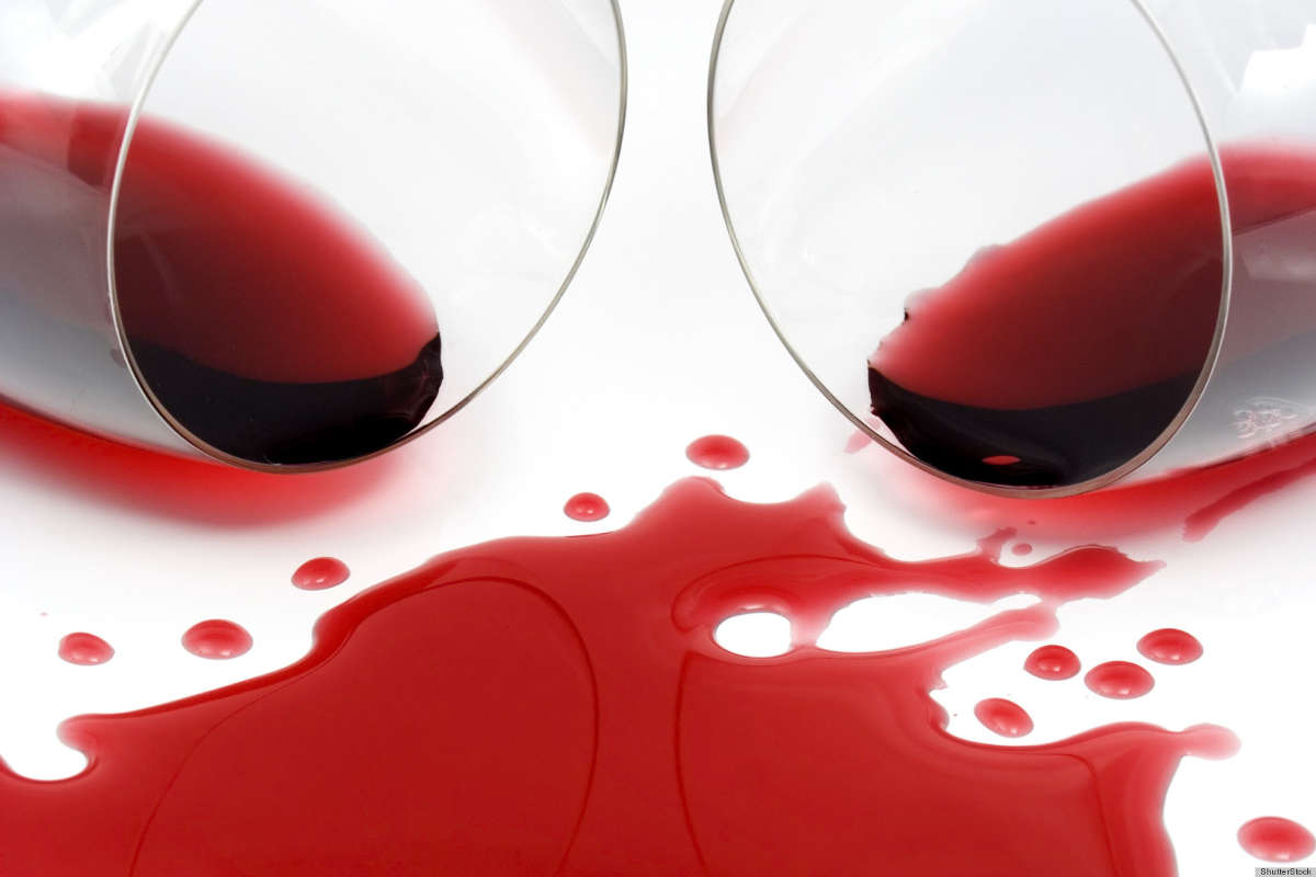 Пятна красного сока