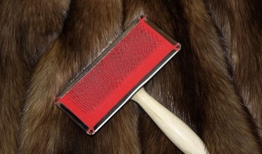 Щётка для чистки меха