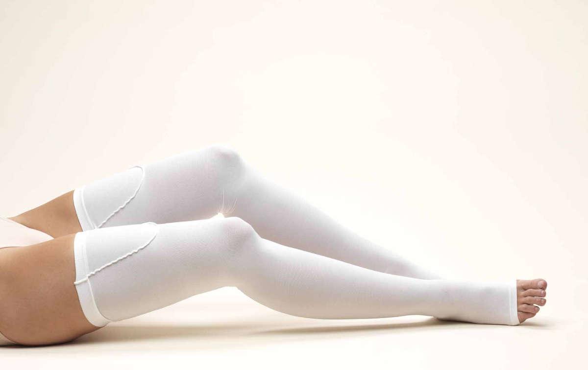 Ноги в компрессионных чулках