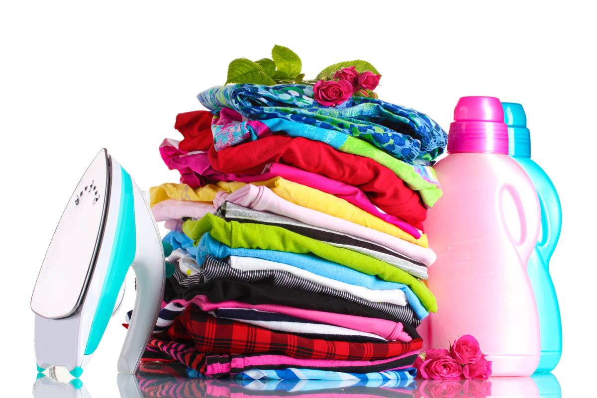 Стопка цветной одежды