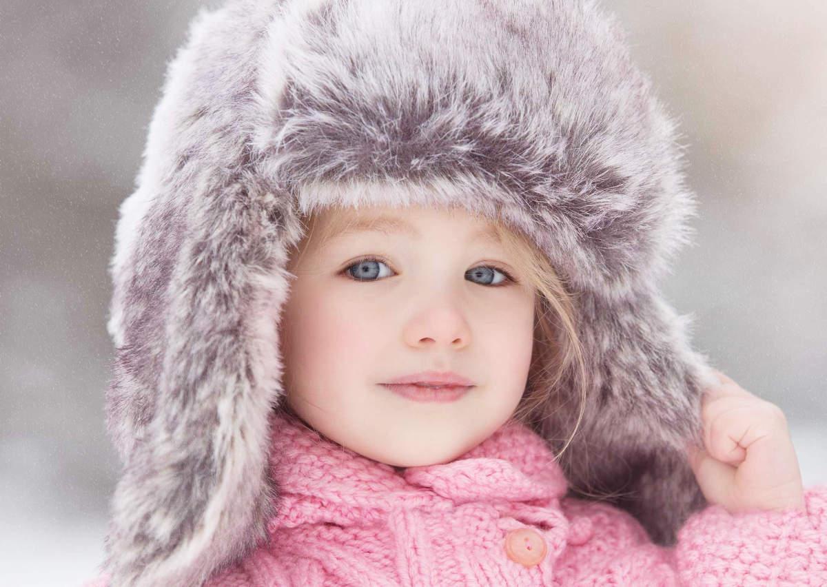 Девочка в меховой шапке