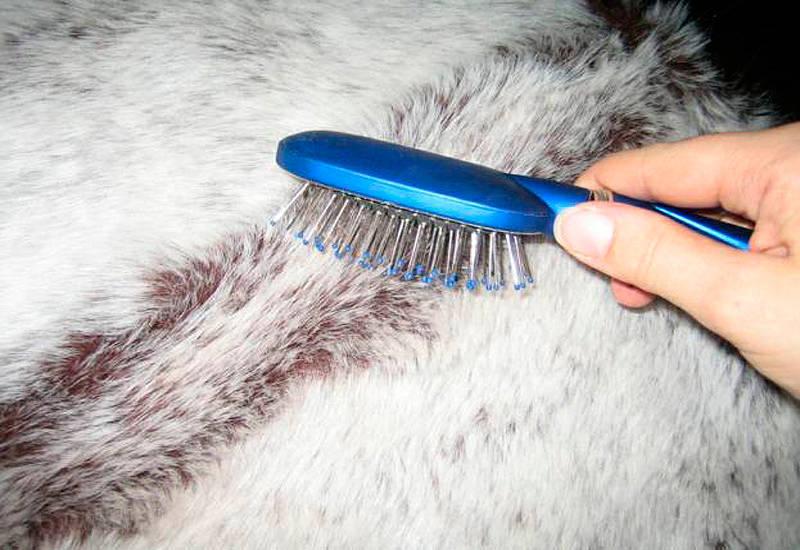 Мех и расчёска