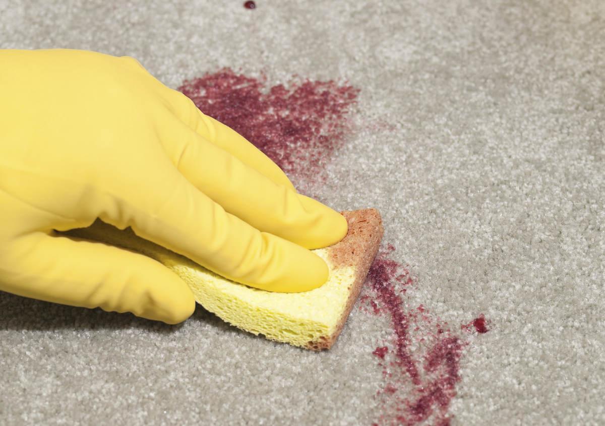 Выведение пятна крови