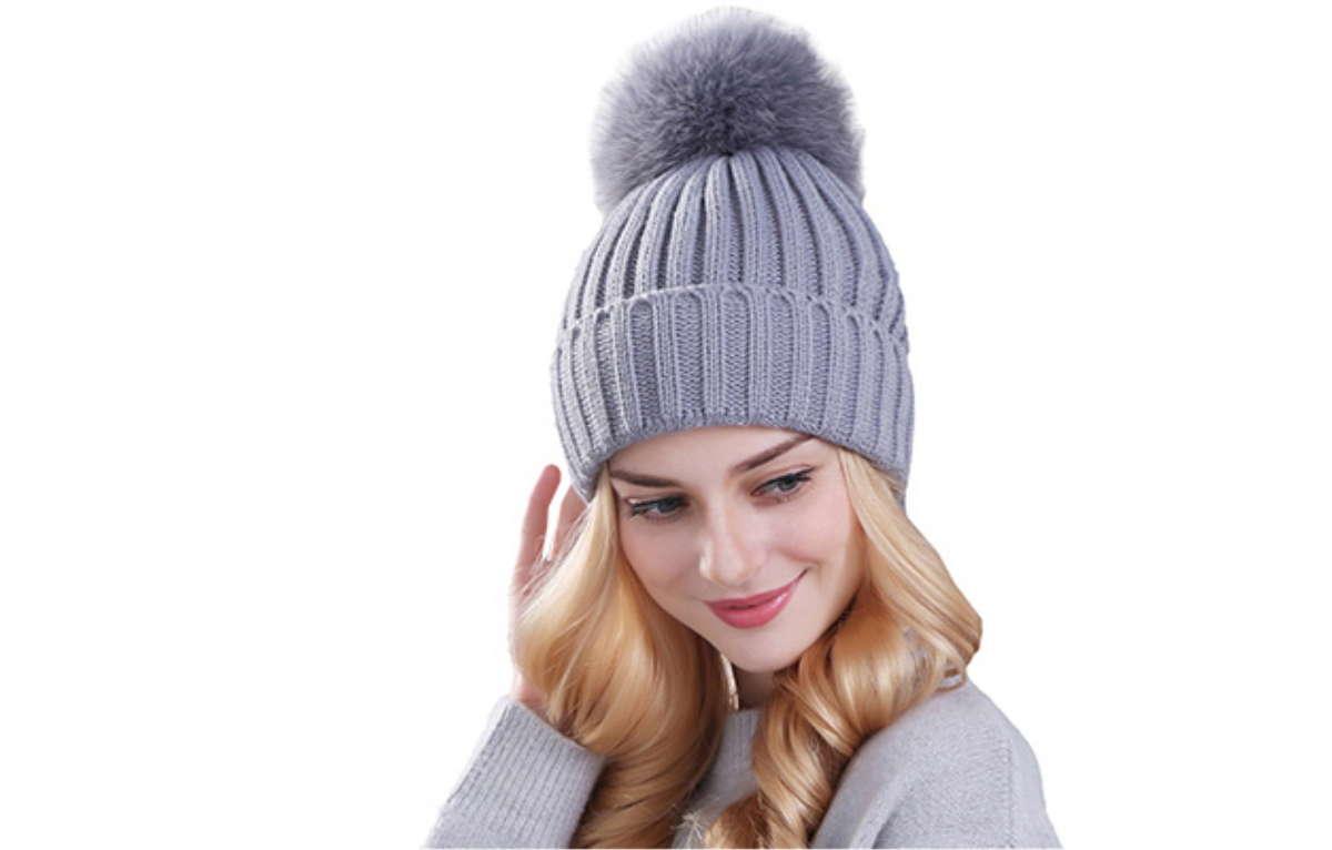 Девушка в вязаной шапочке