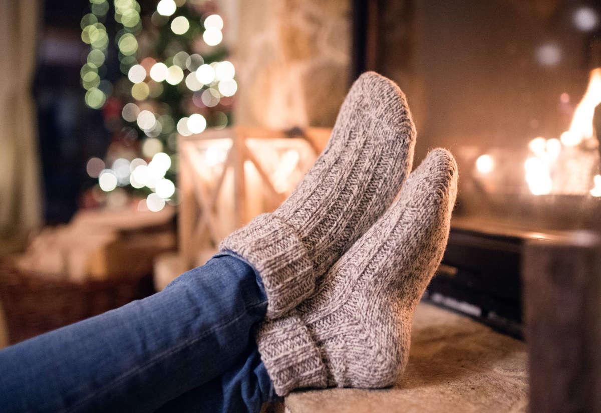 Ноги в шерстяных носках
