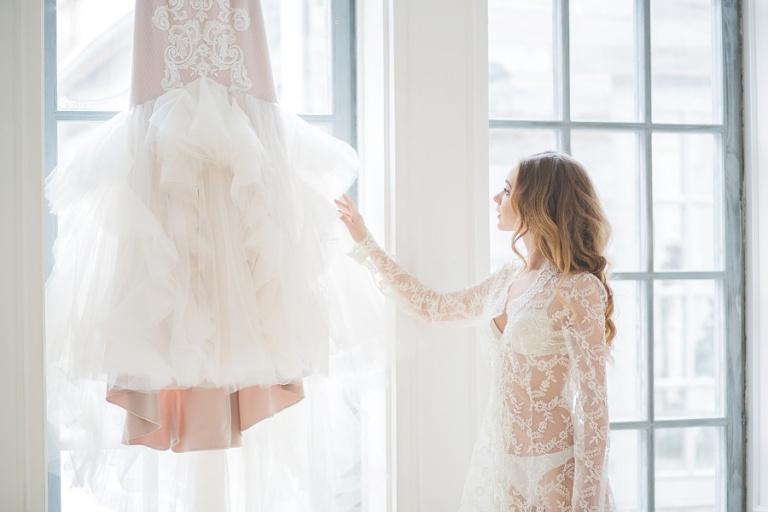 Невеста и свадебное платье