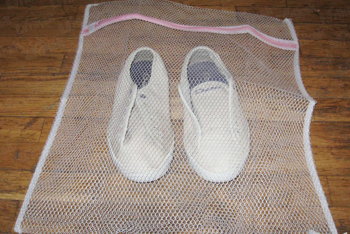 Обувь в сетке для стирки