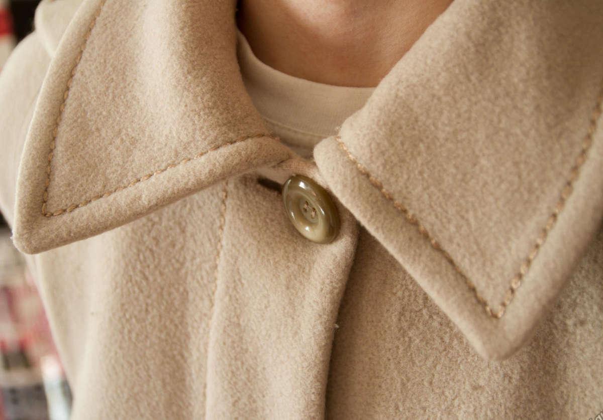 Светлое женское пальто