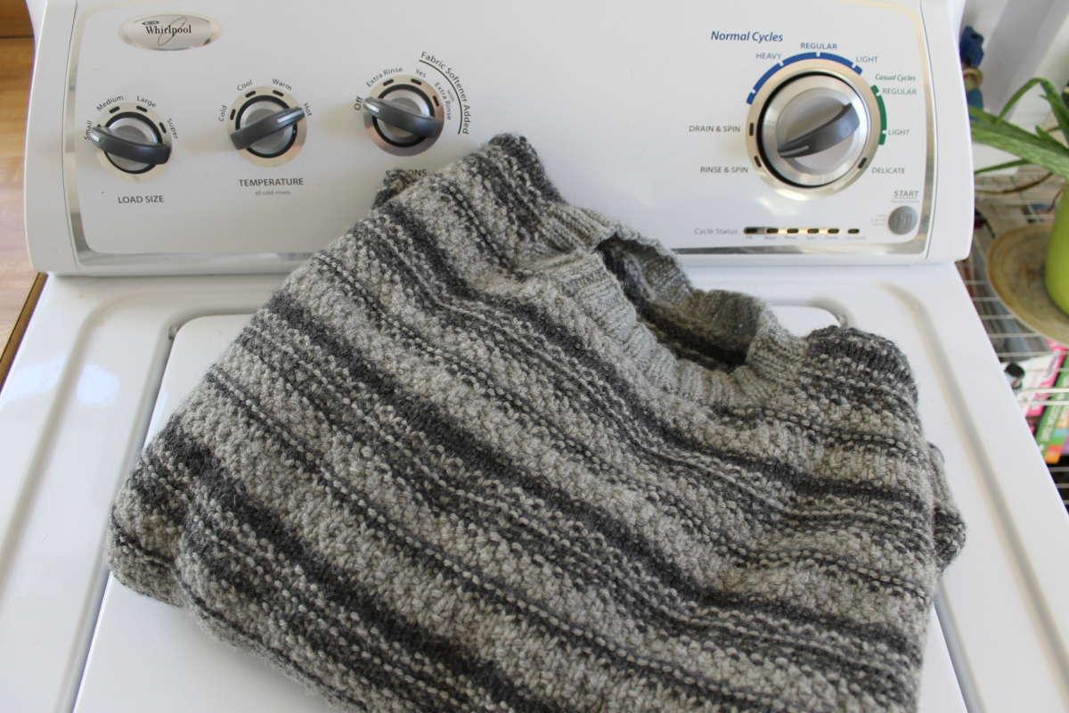 Шерстяной свитер на стиральной машине