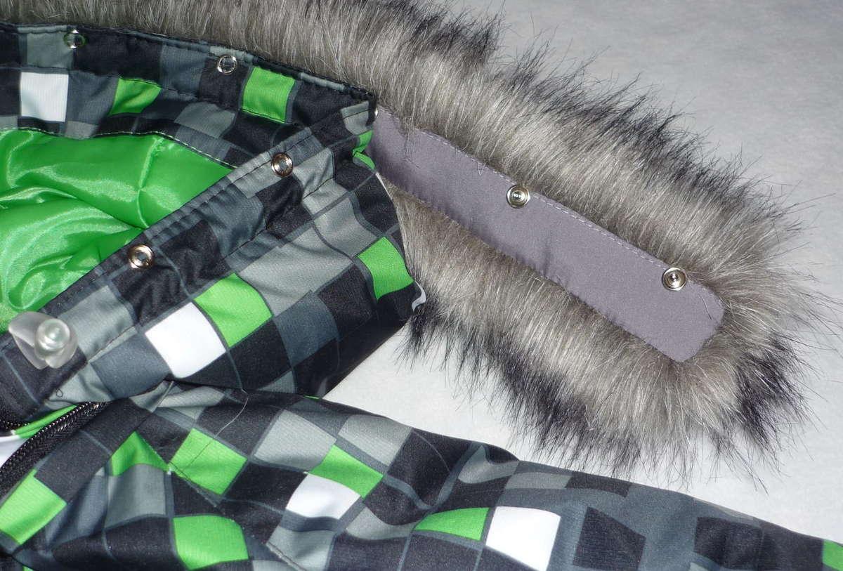Зимняя куртка с меховым капюшоном