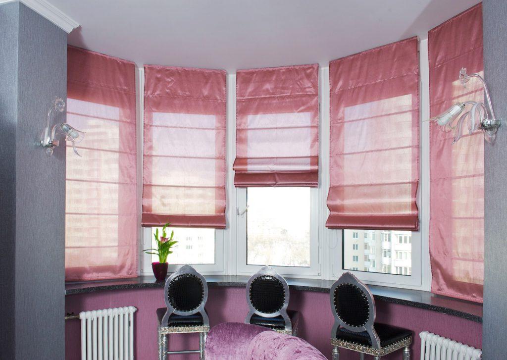 Комната с рулонными шторами
