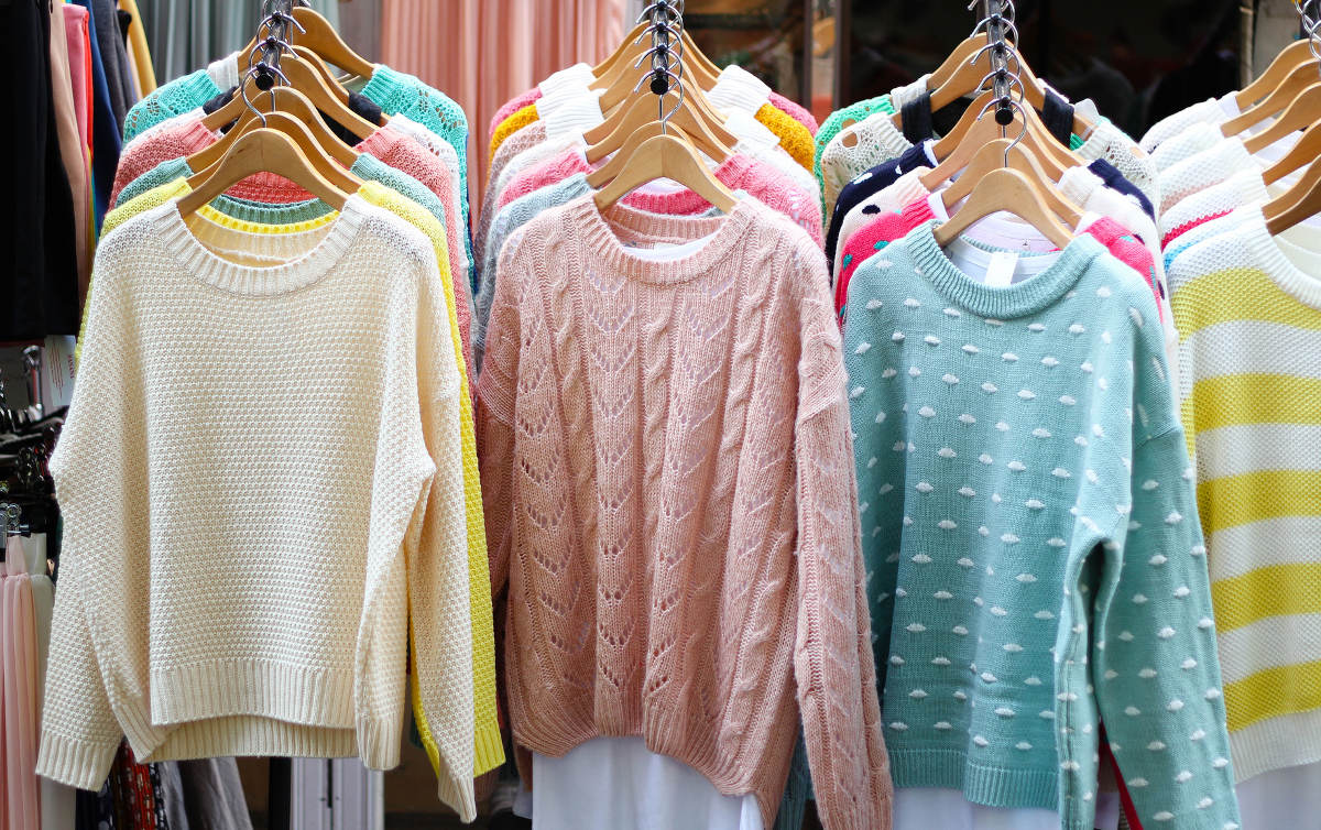 Шерстяные свитера в магазине