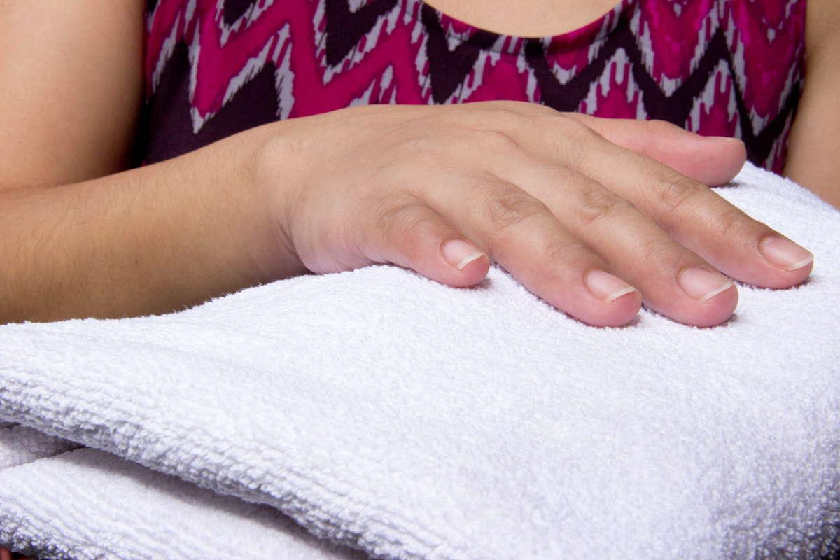 Полотенце в руках