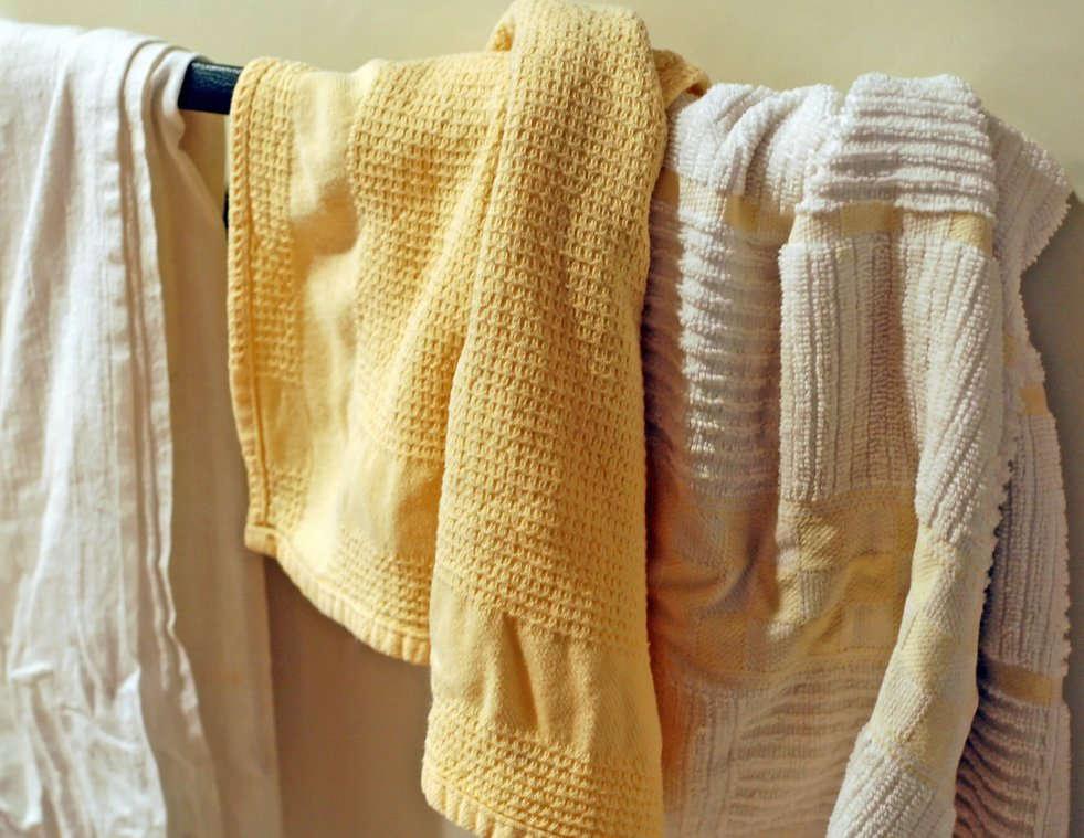 Полотенца на вешалке