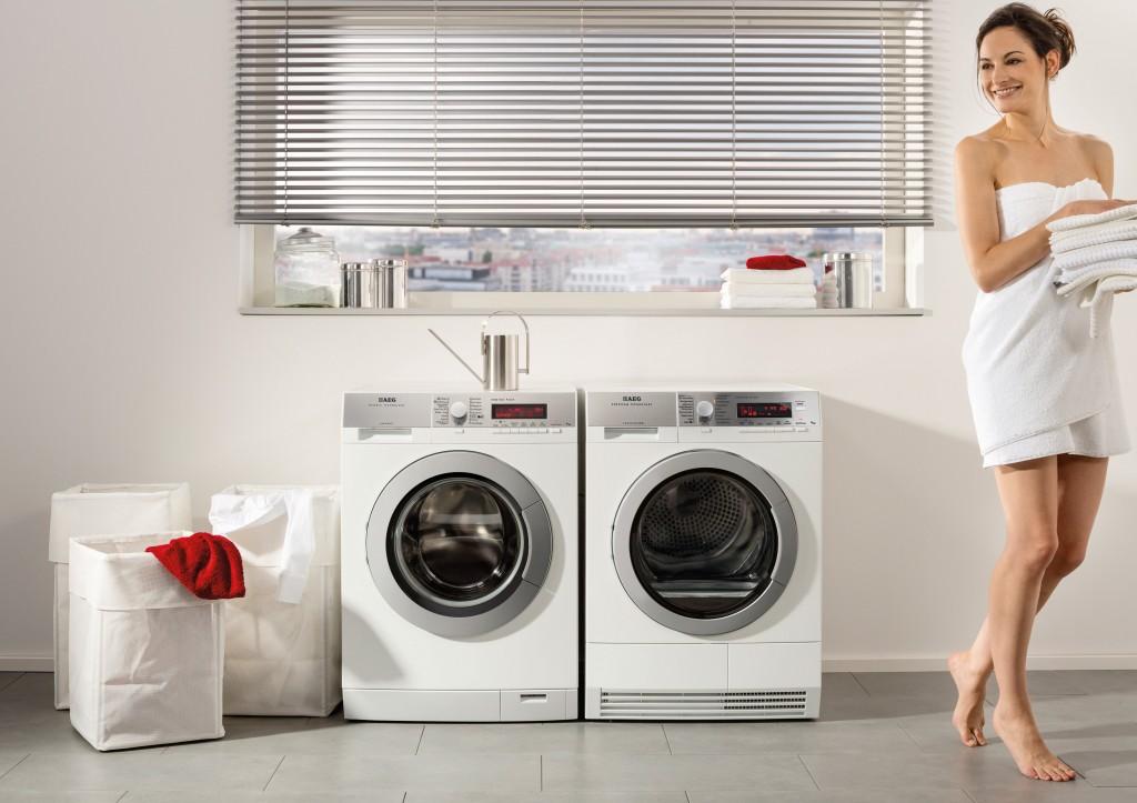 Девушка у стиральных машин